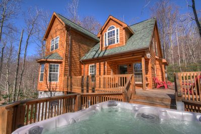 This property is priced nicely for the number of people it can accommodate and it's proximity to skiing. General maintenance has been deferred. So please consider whether price or quality are your priorities before you book.