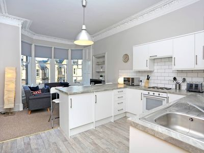 Photo for Homely & Spacious 4-bedroom Apartment by the Meadows