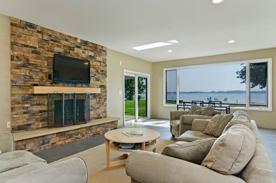 Large Family Room With Great Views Of The Bay!