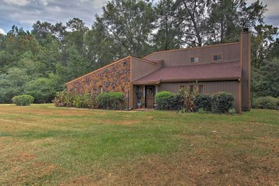 Elevate your Alabama retreat with this unique Troy vacation rental home!