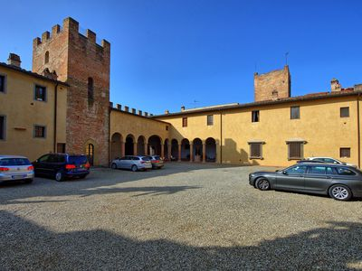 Photo for Lovely apartment with WIFI, TV, washing machine, pets allowed and parking, close to San Gimignano