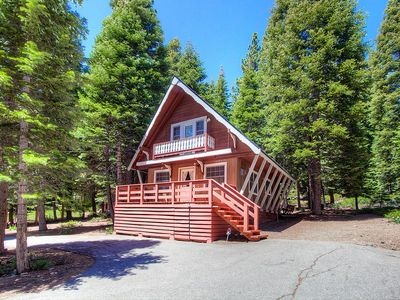 Photo for Cozy Mountain Cabin w/Hot Tub, Deck  (NSH0847)