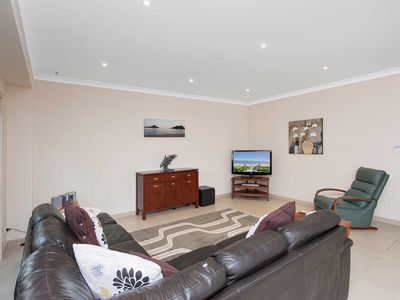 Photo for 'Hillcrest' 4/26 Government Road - air conditioned townhouse great location close to CBD