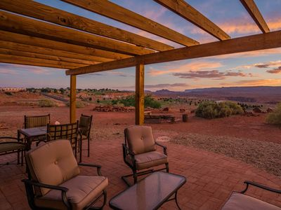 Photo for Family friendly, 10min to Lake Powell, Golf, Bike, Hike!