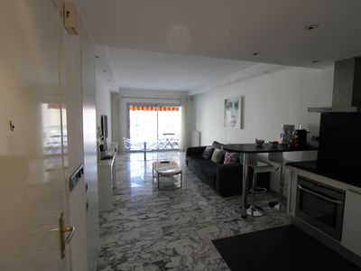 Photo for Apartment 3 minutes from the beaches and 5 minutes from the Palais des Congrès