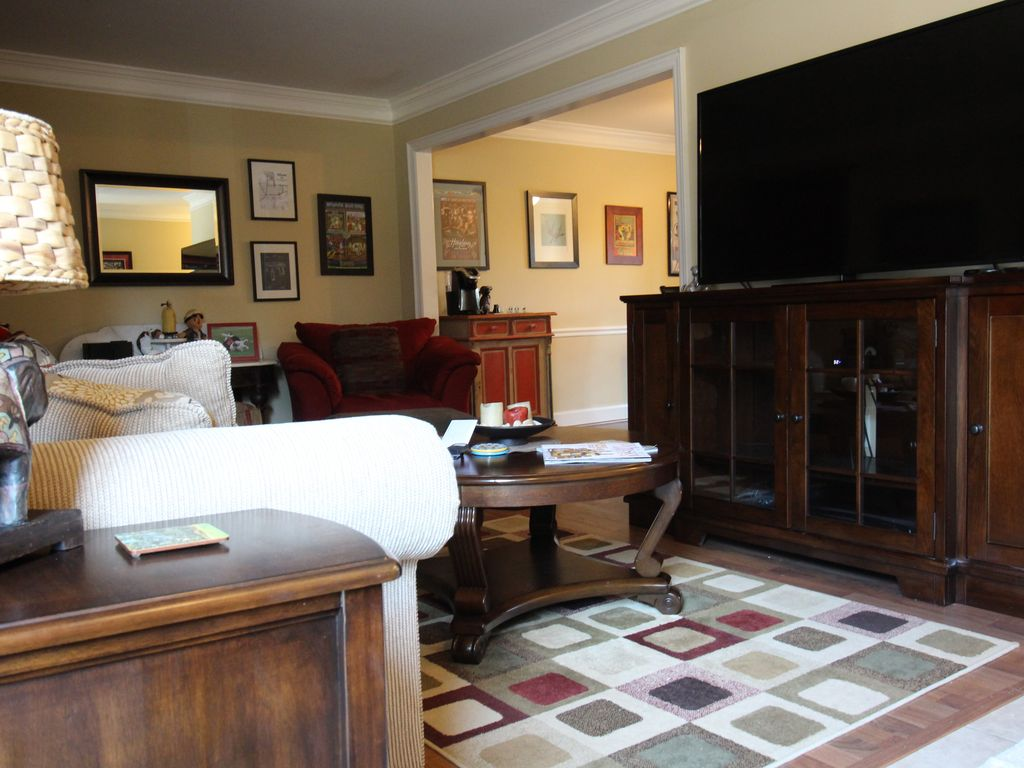 Heart of Athens! Comfortable Condo, 15 Minute Walk to ...