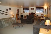 Spacious Lodge with 5 Bedrooms to Accommodate 10 People. Outdoor Hot Tub.