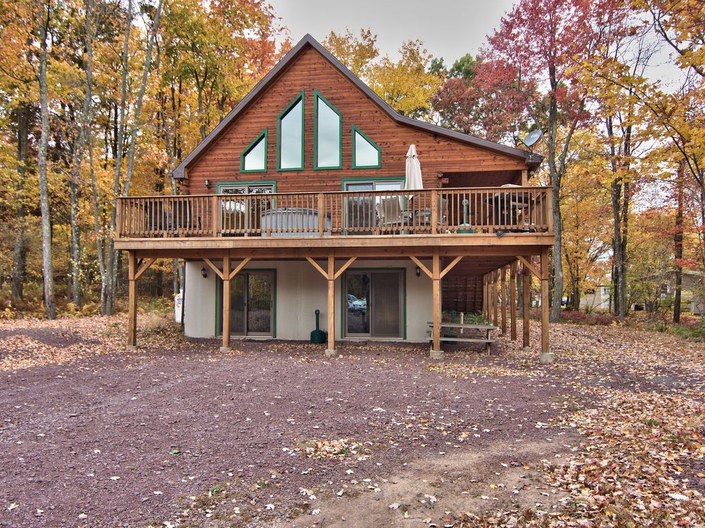 Log cabin 6bd 3ba hot tub pool table fire p homeaway for Log cabin with hot tub one night stay