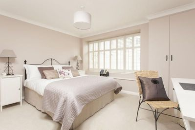 Ground floor bedroom with king size bed