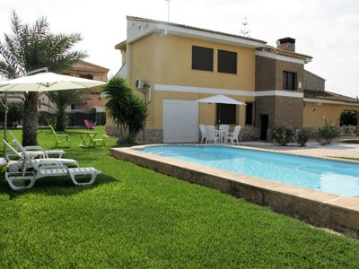 Photo for CHALET OF 1.200 M.  WITH PRIVATE POOL, NEAR VALENCIA, FOR 16 GUESTS