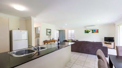 Photo for 3BR Townhome Vacation Rental in Oxenford Gold Coast, QLD