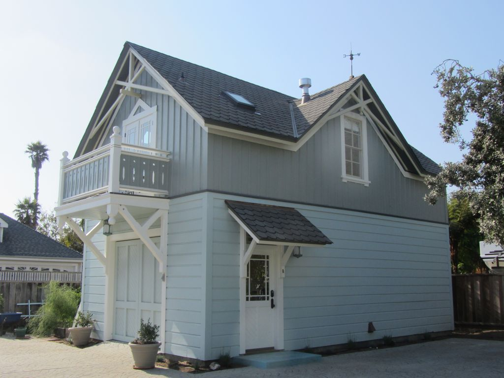 Historic 1887 carriage house located on lan vrbo for Historic carriage house plans