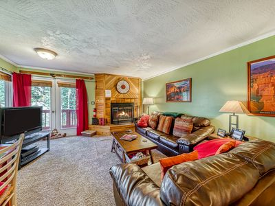 Photo for Cozy, dog-friendly condo w/ full kitchen, fireplace & private deck!