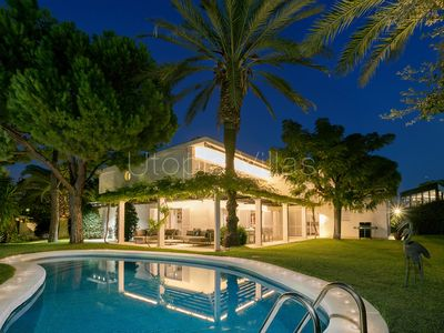 Photo for Wonderful 5 bedrooms villa with heated pool close from the beach