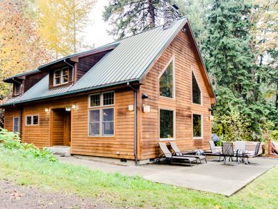 Photo for Amazing, serene dog-friendly river cabin on 1.3 acres! Includes private hot tub!