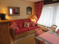 Lovely, well equipped apartment very close to ski lifts & restaurants.