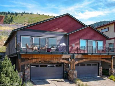 Photo for Modern Luxury Townhouse With Deck Just Minutes Drive To Downtown Hood River