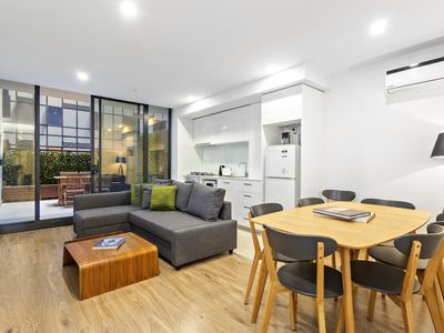 Photo for Spacious 2Bed 1.5Bath apartment close to Queen Vic Market