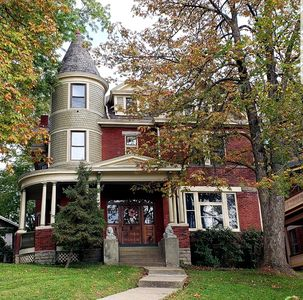 Photo for Victorian Beauty turned condo - 5 min to downtown!