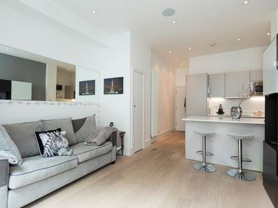 Photo for Elegantly decorated 2 bed w/roof terrace in Angel