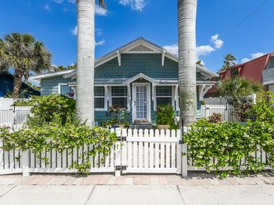 Photo for Lovely historic cottage w/pool, located at the heart of Pine Ave
