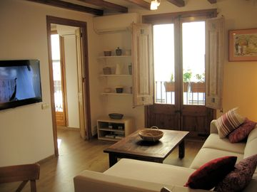 Luxurious & Cozy 2 Bedroom 'R.U.S.T.I.K.A.' Flat in the Epicenter of Barcelona