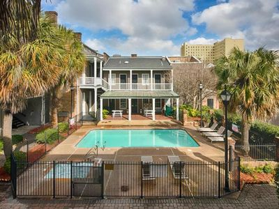 Photo for STAY IN GARDEN DISTRICT! GREAT KING UNIT, POOL, CLOSE TO FRENCH QUARTER!