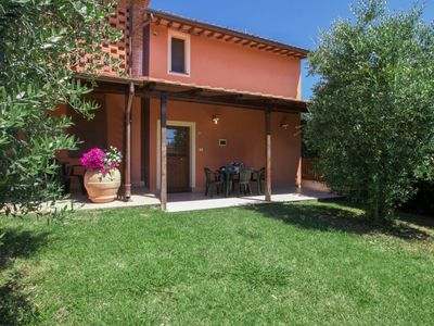 Photo for Apartment in Castelfranco di Sotto with Internet, Pool, Air conditioning, Parking (116803)