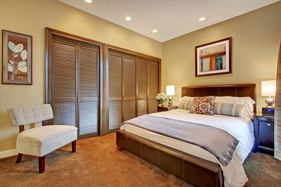 Queen bed with luxurious bedding.