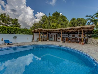 Photo for Wonderful villa for 10 with huge pool and private tennis court near the beach