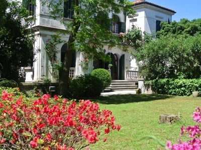 Photo for Apartment with garden in a historic villa on the seafront