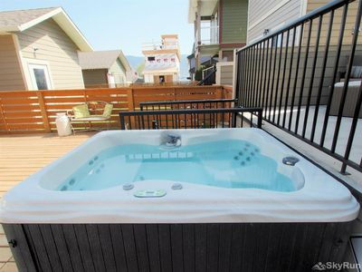 Hot tub in the back yard