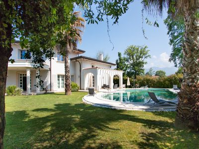 Photo for Villa Michelangelo with private pool in Forte dei Marmi