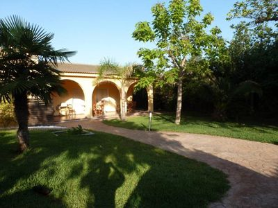 Photo for House, quiet villa, near Valencia, swimming pool, jacuzzi with garden