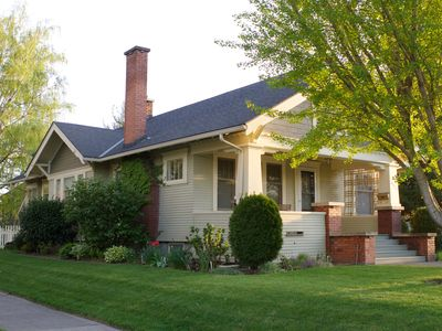 Arbour House - Dog Friendly and Great Location!