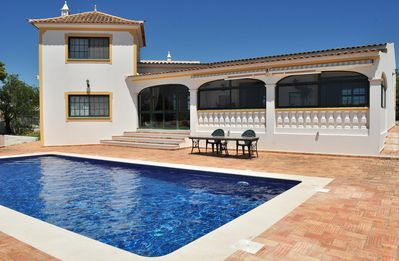 Photo for Villa with breathtaking views over the sea and Faro's valley