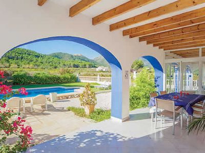 Photo for Villa w/ panoramic country views, BBQ + pool, 900m walk to town