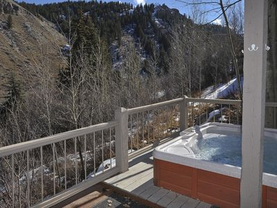 Photo for Single family home, private hot tub, large decks, door to door shuttle service