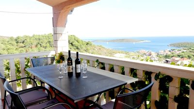 Photo for Two bedroom apartment with terrace and sea view Rukavac (Vis)