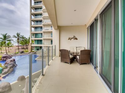 2 elegant beachfront condos boast shared swimming pools, easy ocean access