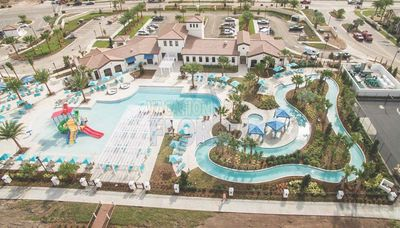 Windsor Resort - The New Windsor at Westside Resort, all amenities free with rental of home.  Lazy River, Fitness Room, Volleyball, Basketball, Splashpool, Tiki Bar and Arcade.  A beautiful new resort