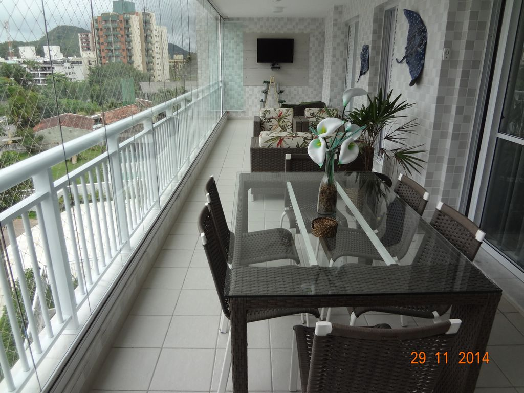 BEACH OF ASTURIA - GUARUJÁ - TOTAL LEISURE AT 50 M FROM THE BEACH - CLOSED CONDOMINIUM