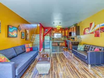Photo for Cozy home w/ a full kitchen & grill - walking distance to River Run & Ketchum!