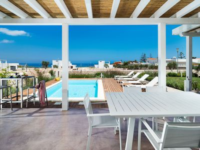 Photo for Private villa with pool on the beach
