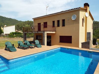 Photo for Spacious 5 bedroom house with large private swimming pool and garden