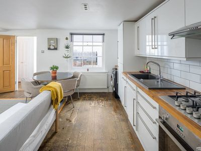 Photo for Cool 2bed sleeps5 w/garden, 5mins to London Fields