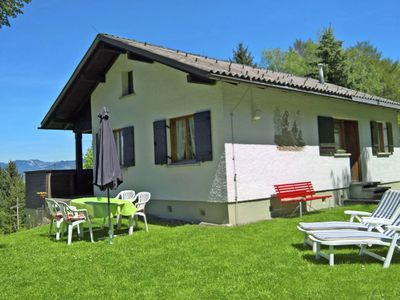 Photo for Quaintly decorated, completely detached bungalow.