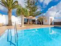 Excellent villa brilliant location, very clean and modern!  Many facilities included in the villa...