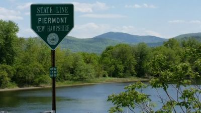 "Photo for ""Piermont River House"" Gorgeous 3 BR On Connecticut River Near Appalachian Trail"