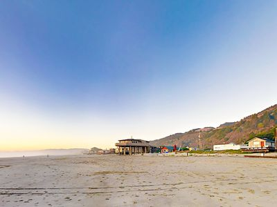 Photo for Walk 40' to the Ocean! 1BR w/ Hot Tub, Outdoor Shower & Al Fresco Dining